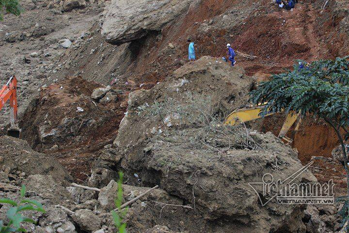 18 người ở Hòa Bình bị vùi lấp: Tìm thấy nửa thi thể