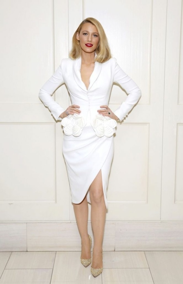 Bom sex Margot Robbie đẹp nhất tuần với đầm cánh bướm