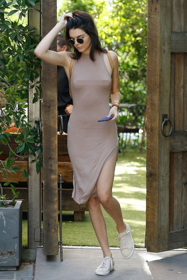 Kendall Jenner liên tục thả rông vòng 1 khiến cánh đàn ông đứng ngồi không yên
