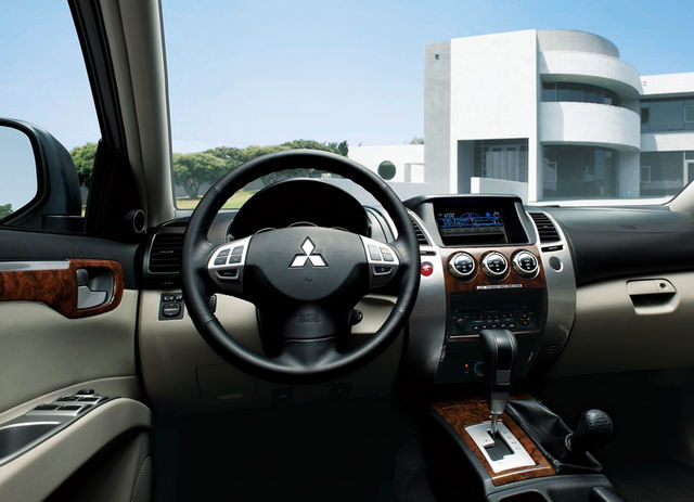 Cơ hội mua xe 7 chỗ Pajero Sport giá chỉ 704 triệu đồng