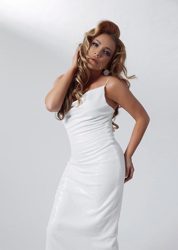 Thanh Hà diện váy gợi cảm khi làm mẫu ảnh