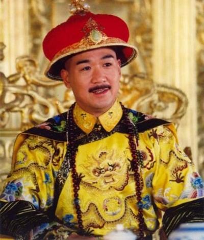 Vua Càn Long của Tể tướng Lưu gù: Đời cha mẫu mực, đời con bất trị