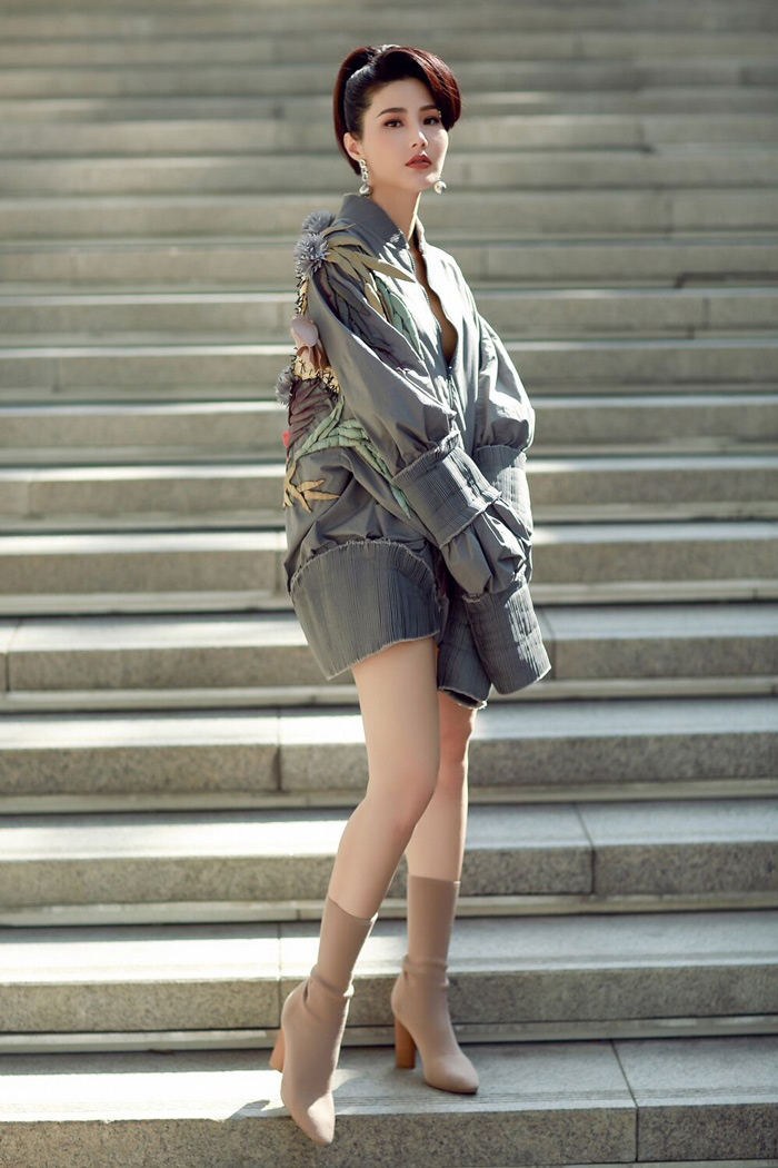 Diện đồ Việt Nam Diễm My 9X vẫn khiến hàng triệu trái tim tại Seoul Fashion Week rung động