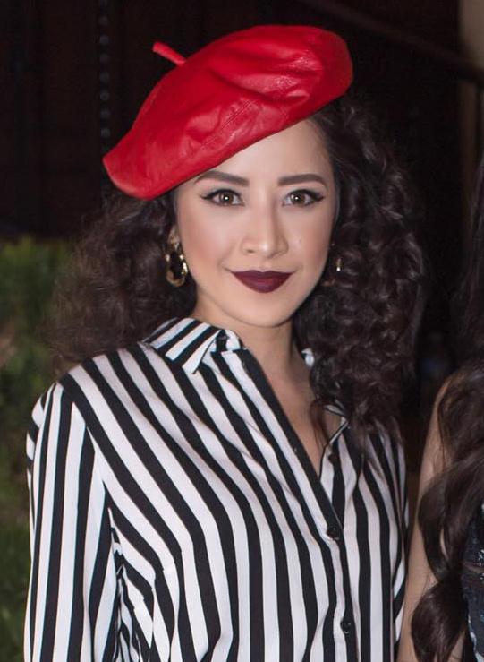 Chi Pu diện trang phục lạc lõng trên thảm đỏ Los Angeles