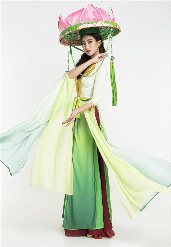 Đỗ Mỹ Linh bị chê sến khi diện áo tứ thân tại Miss World