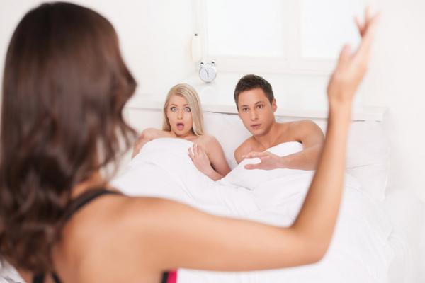 Biết chồng ngoại tình, vợ cao tay vẫn lẳng lặng chuẩn bị món quà sinh nhật khiến cả đời...