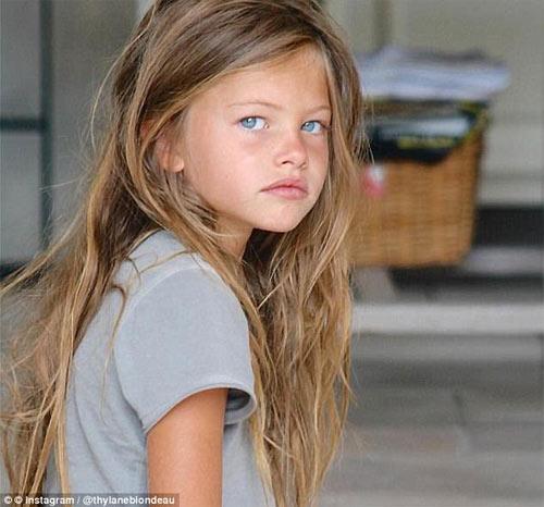 Cô bé đẹp nhất thế giới giờ béo khó tin!