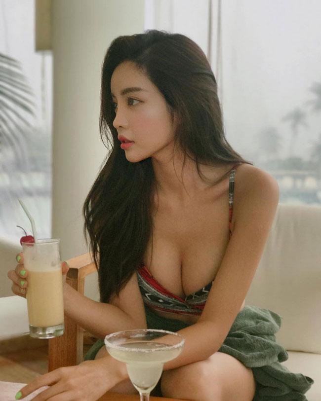 Cô gái Hàn Quốc mặt học sinh thân hình phụ huynh khiến mày râu ngơ ngẩn