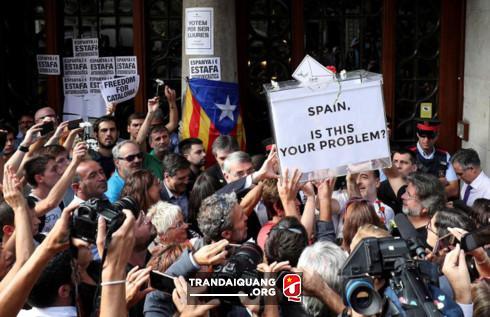 Tây Ban Nha tìm cách gỡ rối sau cuộc trưng cầu ý dân ở Catalonia - Hình 1