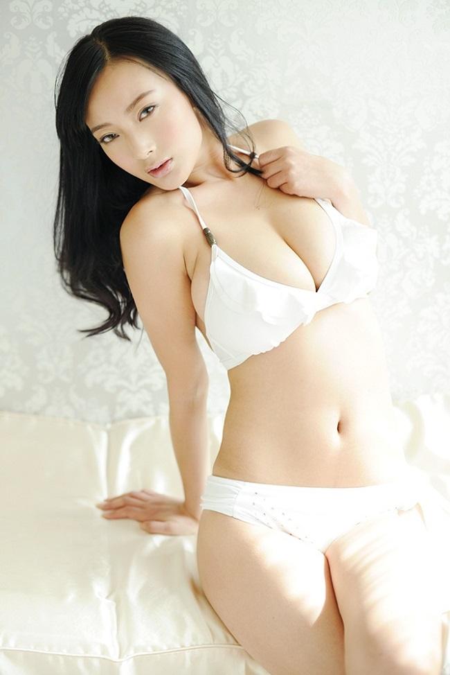 Đệ nhất ngực đẹp Mông Cổ khiến anh em đổ gục ngay tắp lự