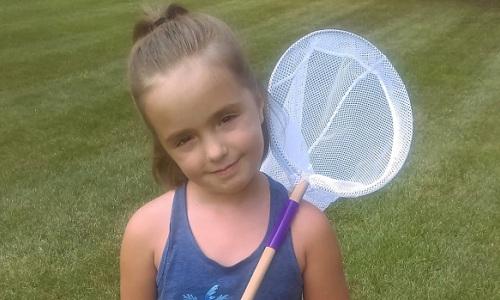 Cô bé Canada viết tạp chí khoa học với đam mê côn trùng