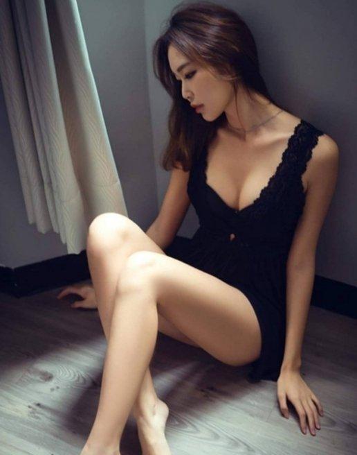 Người đẹp châu á mặc đồ cực mỏng manh