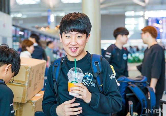 Đây là những gì siêu sao gánh team của Longzhu chia sẻ trước khi lên đường sang Trung Quốc tham dự CKTG