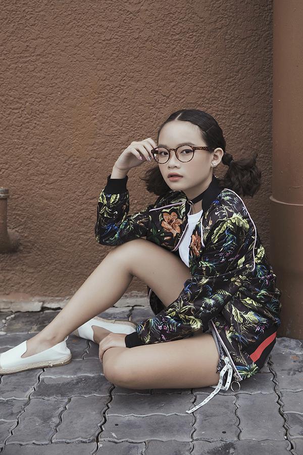 Linh Hoa khoe phong cách thời trang đường phố cá tính