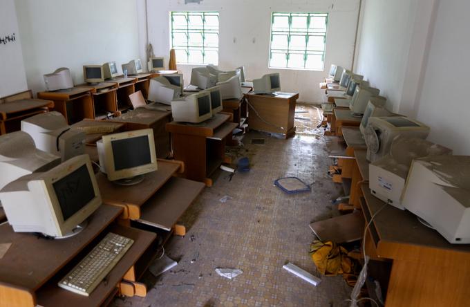 Ngôi trường 20 tỷ đồng bỏ hoang gần chục năm ở TP HCM