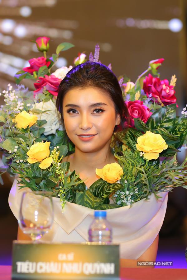 Tiêu Châu Như Quỳnh thành tâm điểm sự kiện nhờ mặc váy như... bình hoa