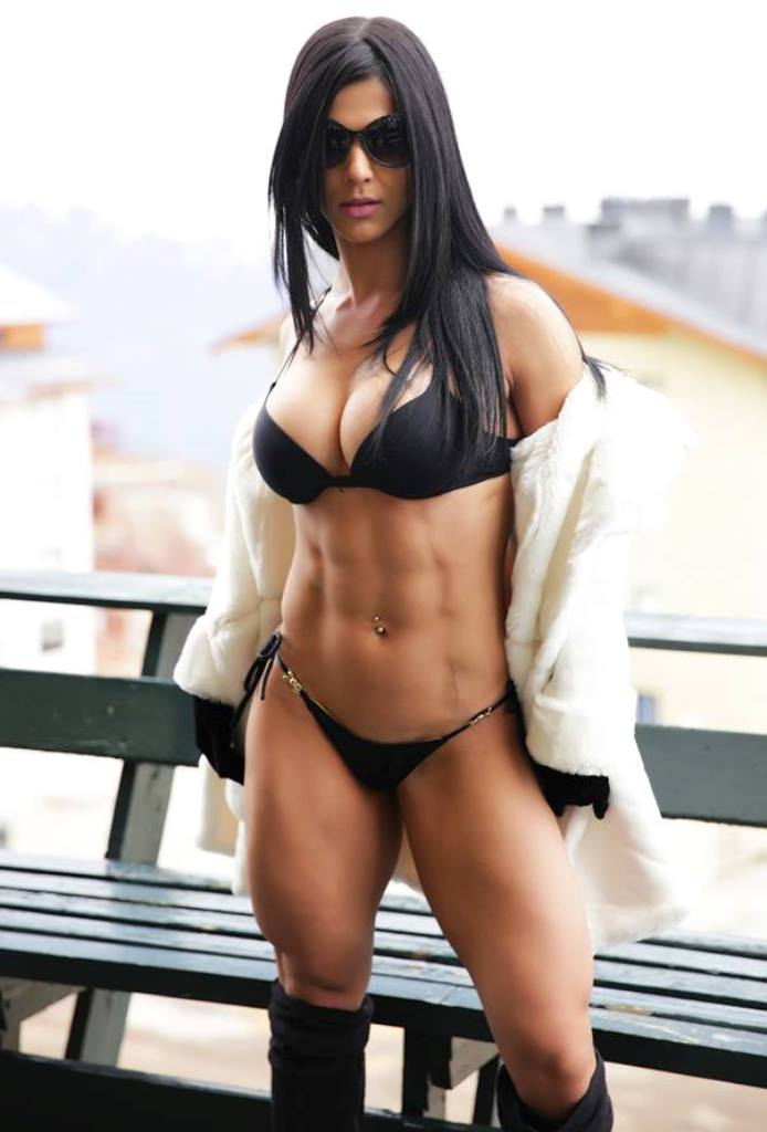 Body đẹp lạ của Eva Andressa