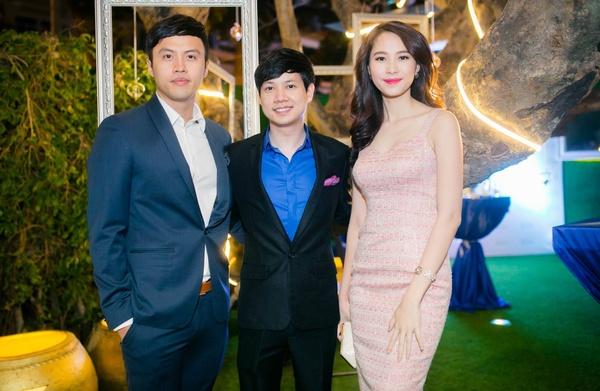 Chút tế nhị trong việc ăn mặc khiến Hoa hậu Thu Thảo trở nên tinh tế bên chồng sắp cưới
