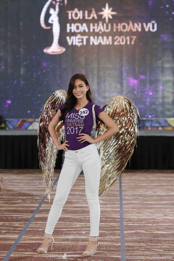Võ Hoàng Yến hét ra lửa khi tập catwalk cho top 70 Hoa hậu Hoàn vũ VN