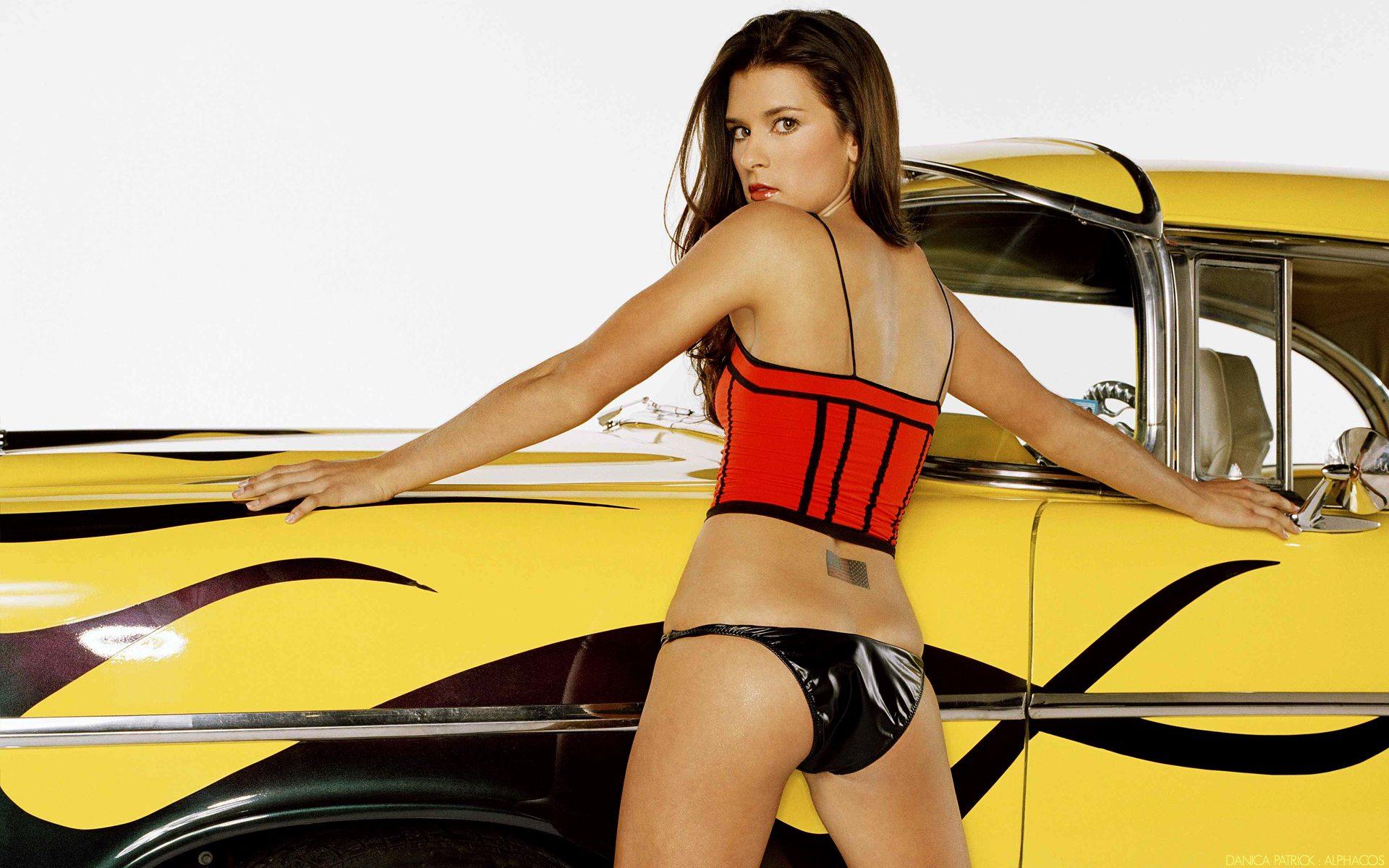 Danica Patrick - người đẹp gợi cảm mê tốc độ