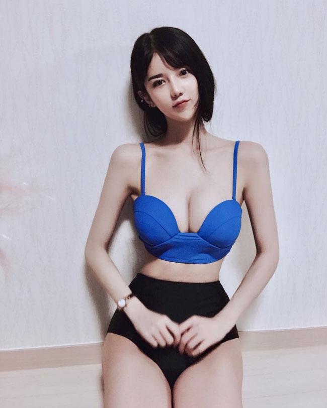 Nữ MC gợi cảm nhất xứ Hàn có gương mặt đẹp như búp bê