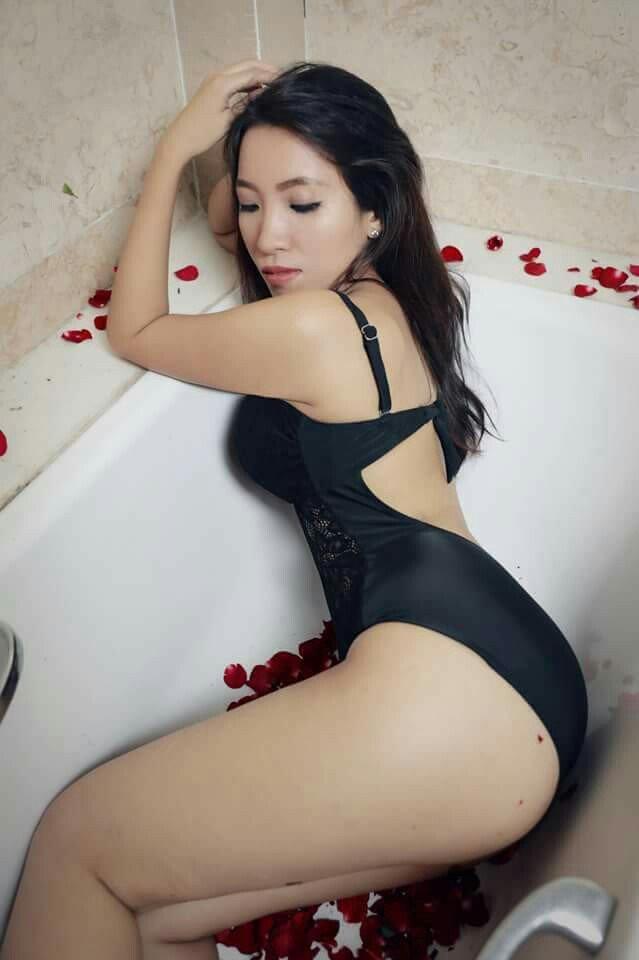 Vẻ đẹp phồn thực khó cưỡng lại của Nan Mwe San