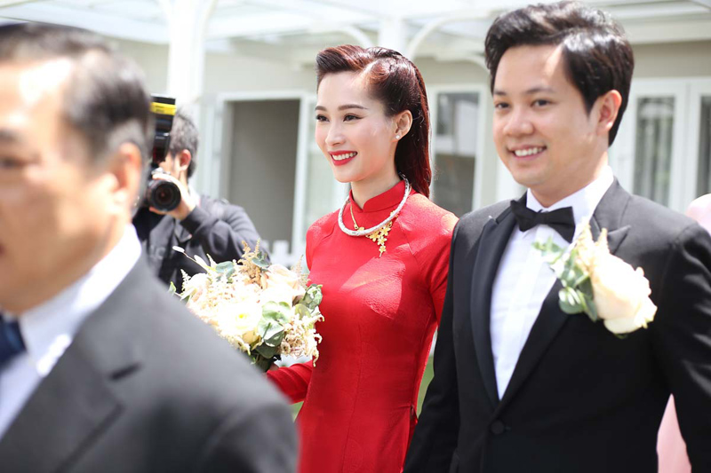 Áo dài ngày cưới của những người đẹp Tăng Thanh Hà, Thu Thảo, Thủy Tiên có gì khác lạ?