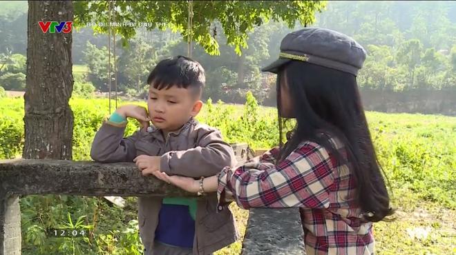 Bố ơi: Bé Xì Trum khóc ngất vì nhớ bố, Nguyễn Hải Phong nhịn ăn chừa phần cho con
