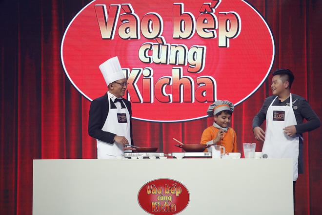 Đầu bếp Ấn Độ 7 tuổi siêu đáng yêu đã đến Mặt trời bé con