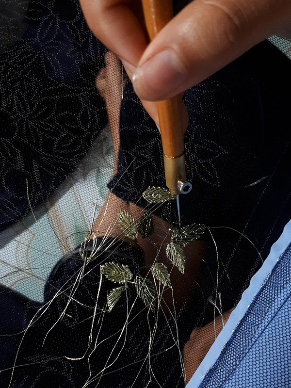Thuỳ Trang lăng-xê thời trang Việt trên phố Paris