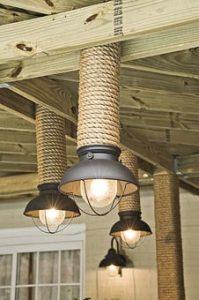 Trang trí những chiếc cột trong nhà bằng dây thừng đẹp mắt