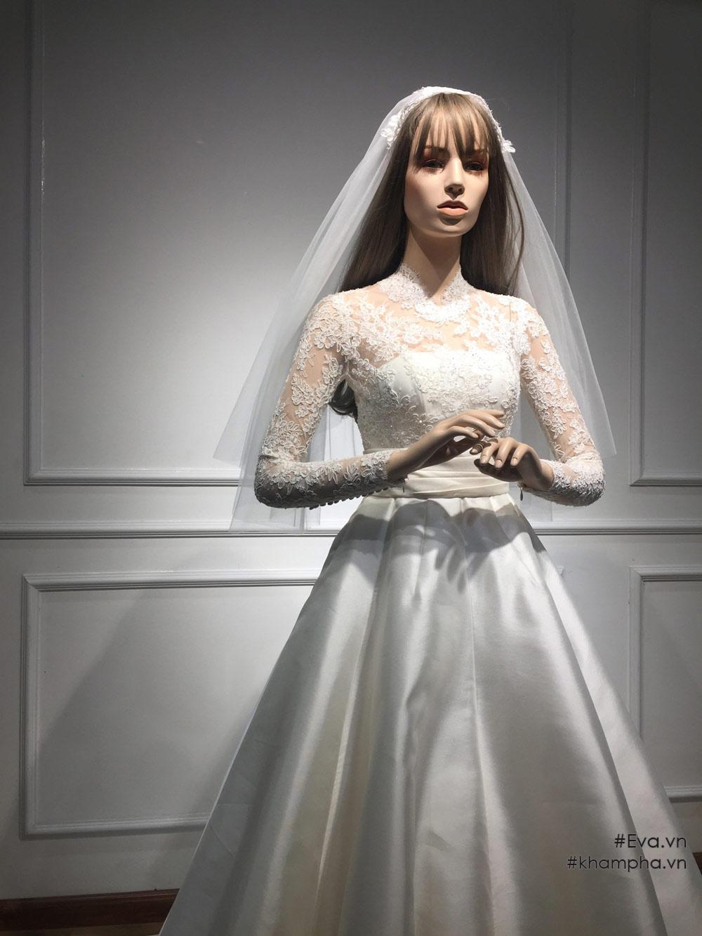 Váy cưới Đặng Thu Thảo: mất 1 tháng để hoàn thiện và chỉnh sửa trực tiếp trên cơ thể cổ