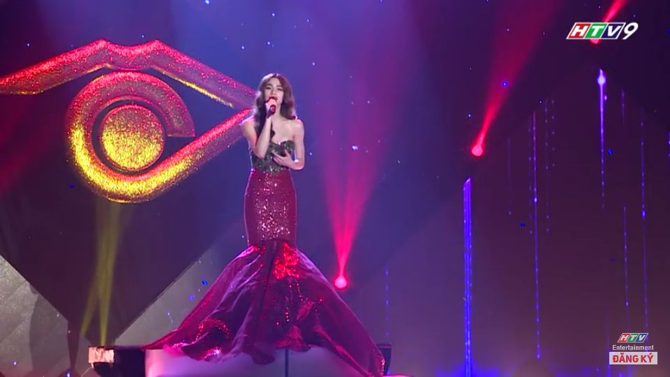 Chiếc váy xinh đẹp của Huyền My hóa ra là đồ tái chế lại của Hồ Ngọc Hà