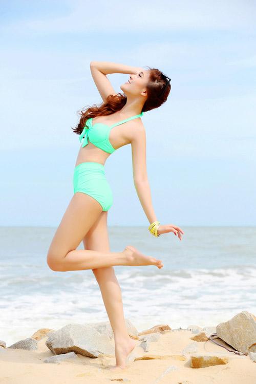 Hạ Hồng Vân diện bikini cực nóng bỏng