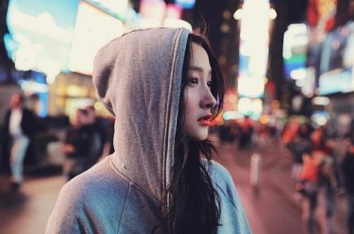 Quan Hiểu Đồng: Bạn gái đầu tiên được nam thần Lộc Hàm công khai hẹn hò là ai?
