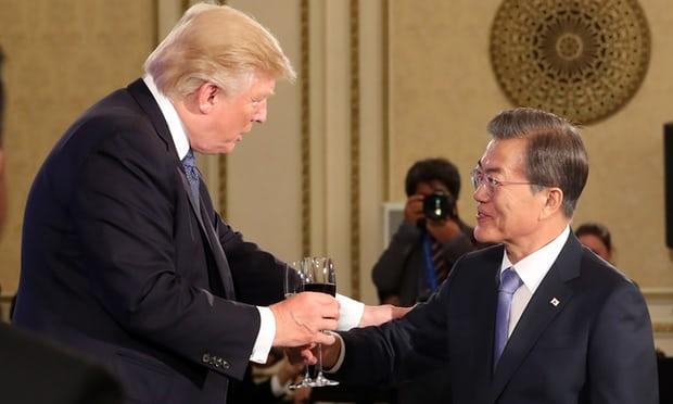 Nhật Bản giận vì Hàn Quốc mời ông Trump ăn món tôm này