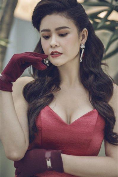 Sau lùm xùm ly hôn, mẹ một con Trương Quỳnh Anh khoe vẻ đẹp nền nã với style cổ điển