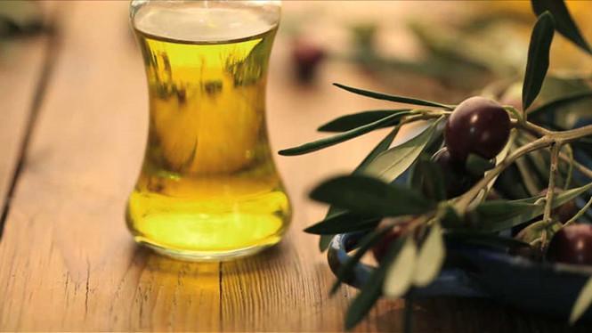 9 bí quyết dùng dầu ô liu chữa rạn da