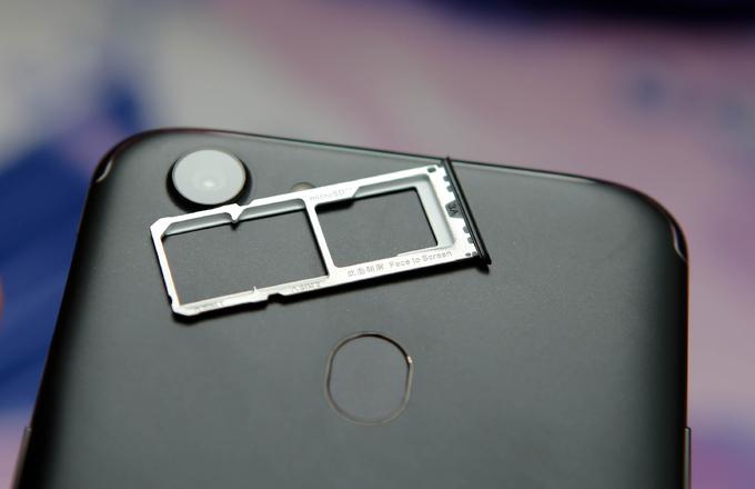 Mở hộp Oppo F5 - smartphone tích hợp AI cho selfie