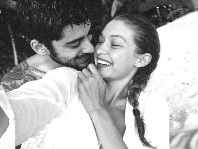 2 năm yêu nhau, Gigi và Zayn đã cho fan bổ mắt với loạt khoảnh khắc vừa tình cảm vừa đẹp thần sầu!