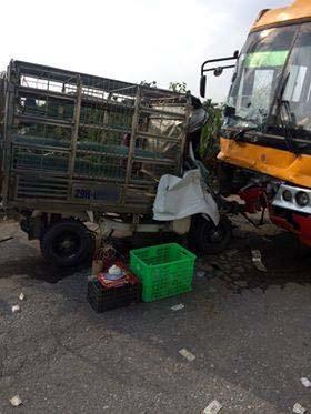 Cắt cabin xe tải cứu tài xế bị thương sau va chạm kinh hoàng với xe khách