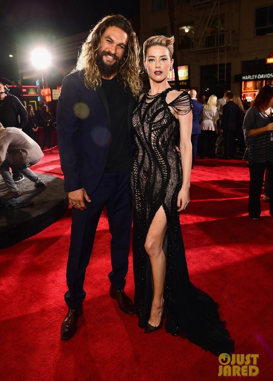 Dù lắm thị phi nhưng Amber Heard quả thật quá xinh đẹp, cân luôn cả Wonder Woman trên thảm đỏ