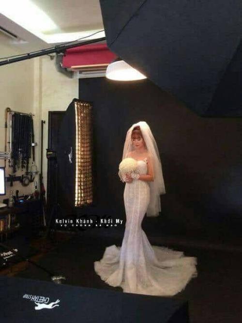 Khởi My đi thử váy cưới để chuẩn bị tổ chức hôn lễ