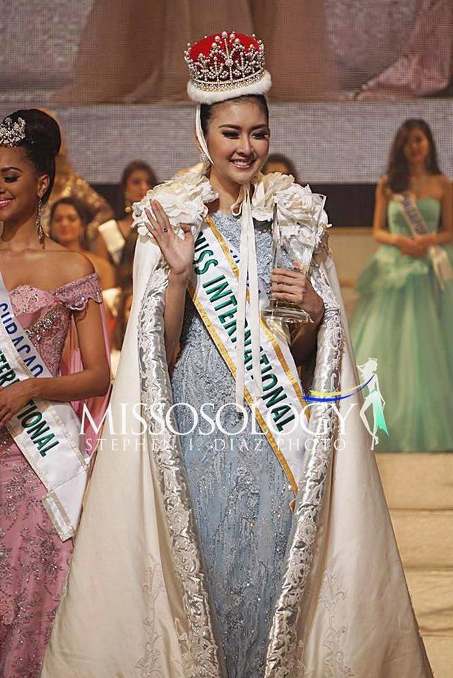Nhan sắc xinh đẹp của đại diện Indonesia, cô gái đánh bại hơn 70 đối thủ vừa đăng quang Miss International 2017
