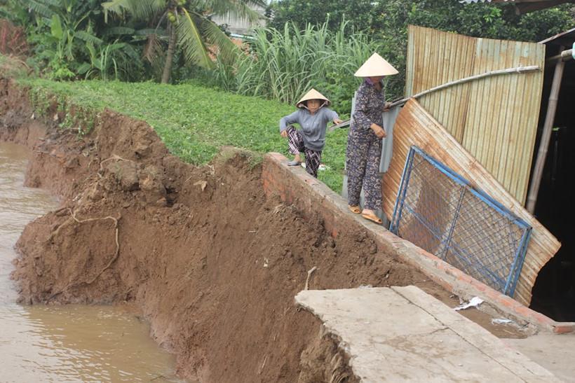 Xoáy nước khủng nuốt cầu phà gần 100 tấn