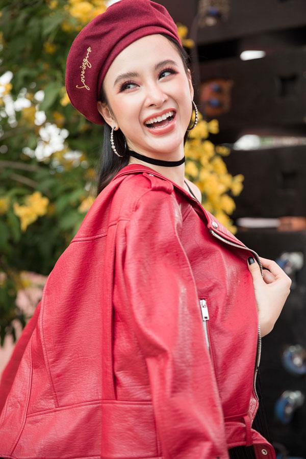 Angela Phương Trinh - Hữu Vi khóa môi nhau trước hàng trăm sinh viên