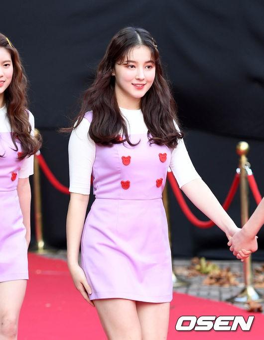 Asia Artist Awards bê cả showbiz lên thảm đỏ: Yoona, Suzy lép vế trước Park Min Young, hơn 100 sao Hàn lộng lẫy đổ bộ