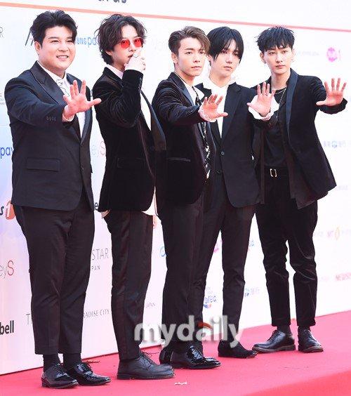 Dàn sao Kpop hùng hậu trên thảm đỏ Asia Artist Awards