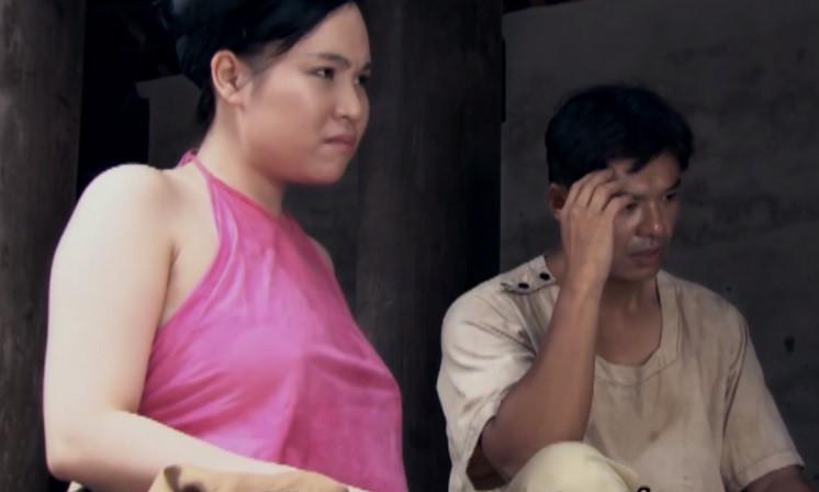 Mỹ nữ hớ hênh, không mặc nội y lên phim gây sóng gió màn ảnh Việt