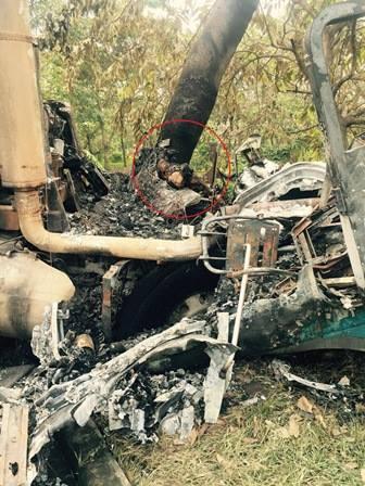 Xe đầu kéo đâm gốc cây, tài xế chết cháy trong cabin
